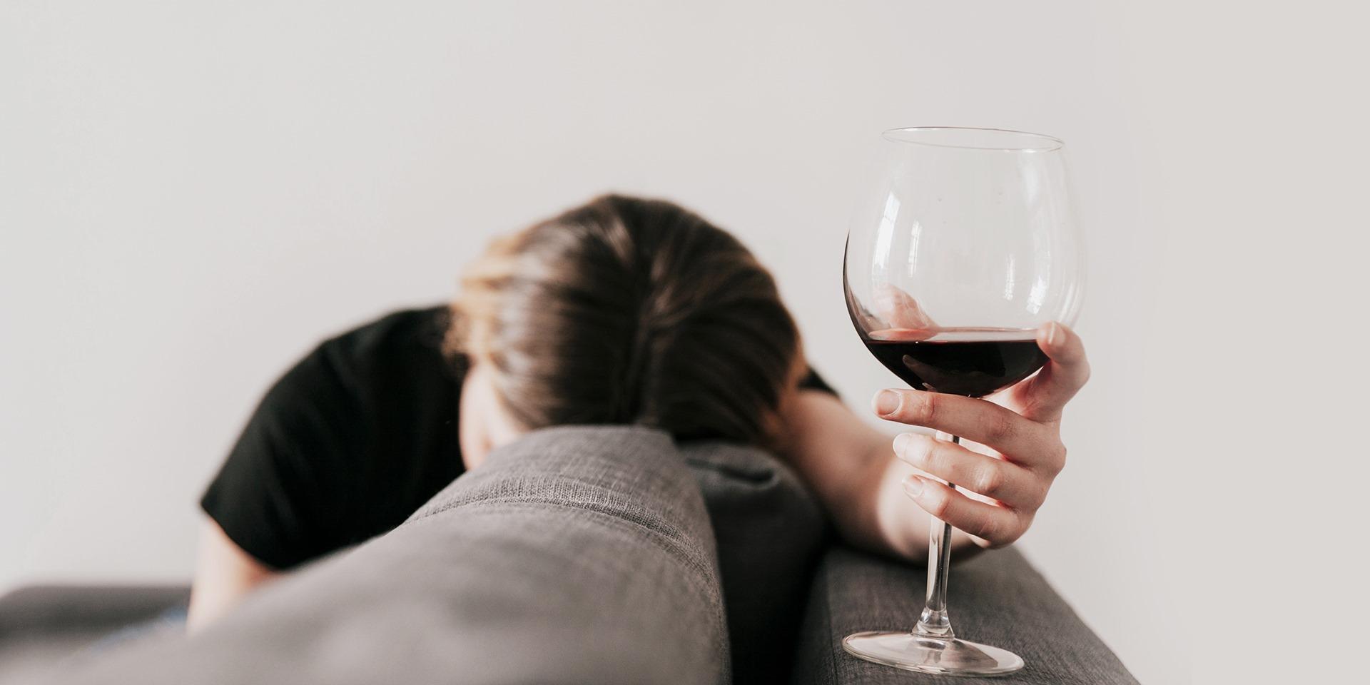 과음을 권장하는 음주문화가<BR />알코올 의존증을 부른다